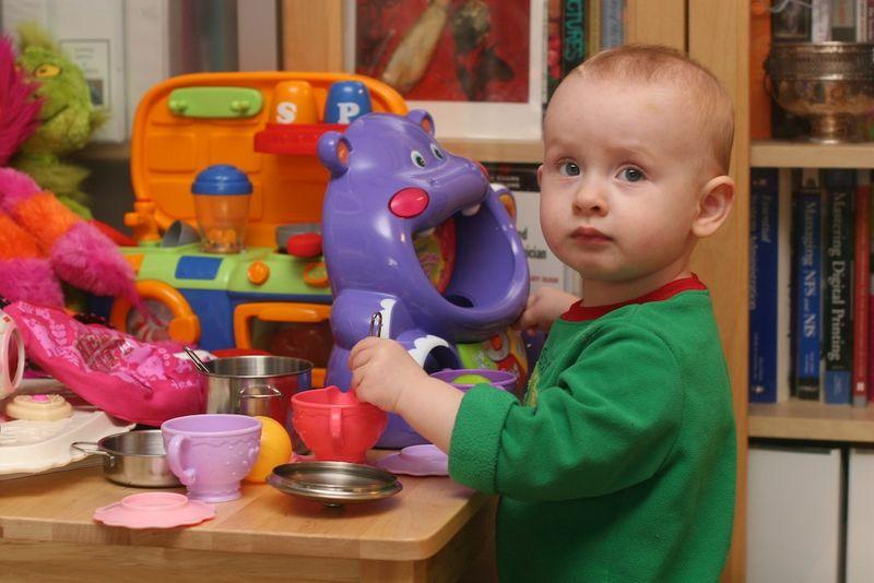 Ella_table_cooking