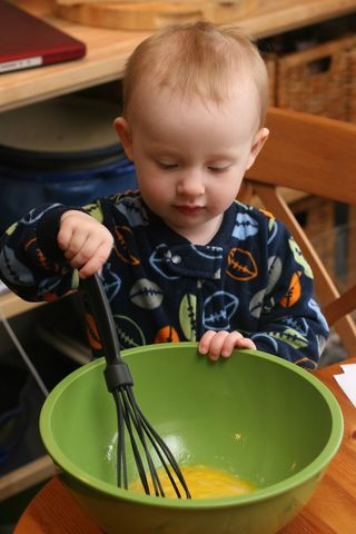 Ella_helper_whisk
