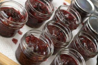 Fig_jam_in_jars